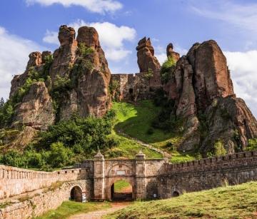 Прекрасна България - пещери и манастири с тръгване от Варна, Добрич, Шумен, Търговище